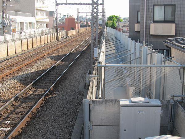 横浜方も新上り線の高架橋建設が続く