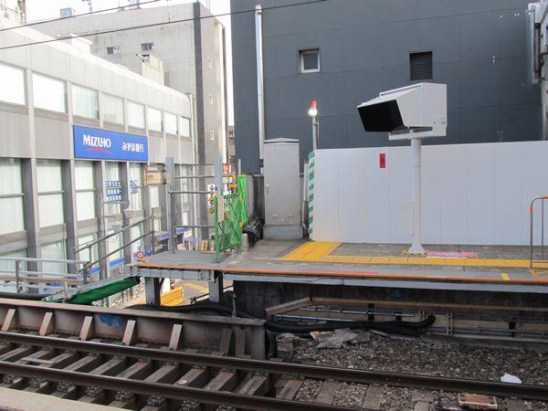 停止位置後退に伴い渋谷方に新設されたホーム延長用の床。