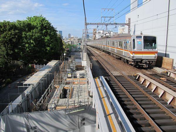 渋谷方で続く新上り線用高架橋の建設