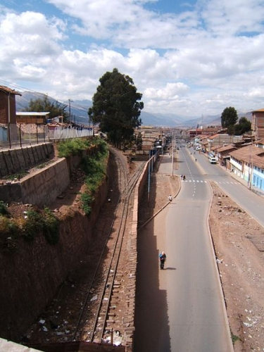 Dual gauge, 1,435 mm (4 ft 8 1⁄2 in) standard gauge and 914 mm (3 ft) track in Cuzco, Peru