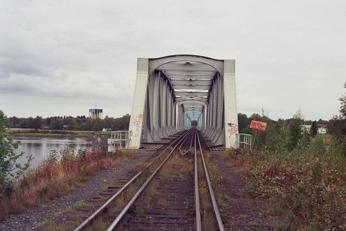 800px-Haparanda-Tornio_rail_bridge_Sep2008.jpg