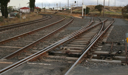 800px-Mixed-gauge-trackwork-north-geelong.jpg