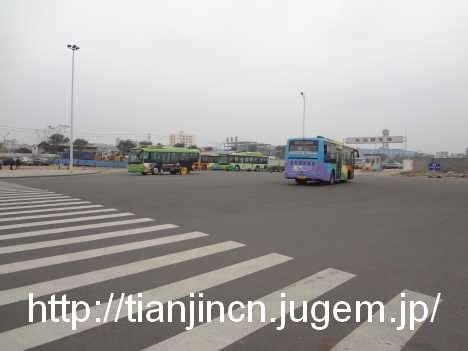 """海南島 """"海口賓館バス停""""から38路の路線バスに乗り海口東駅へ3"""