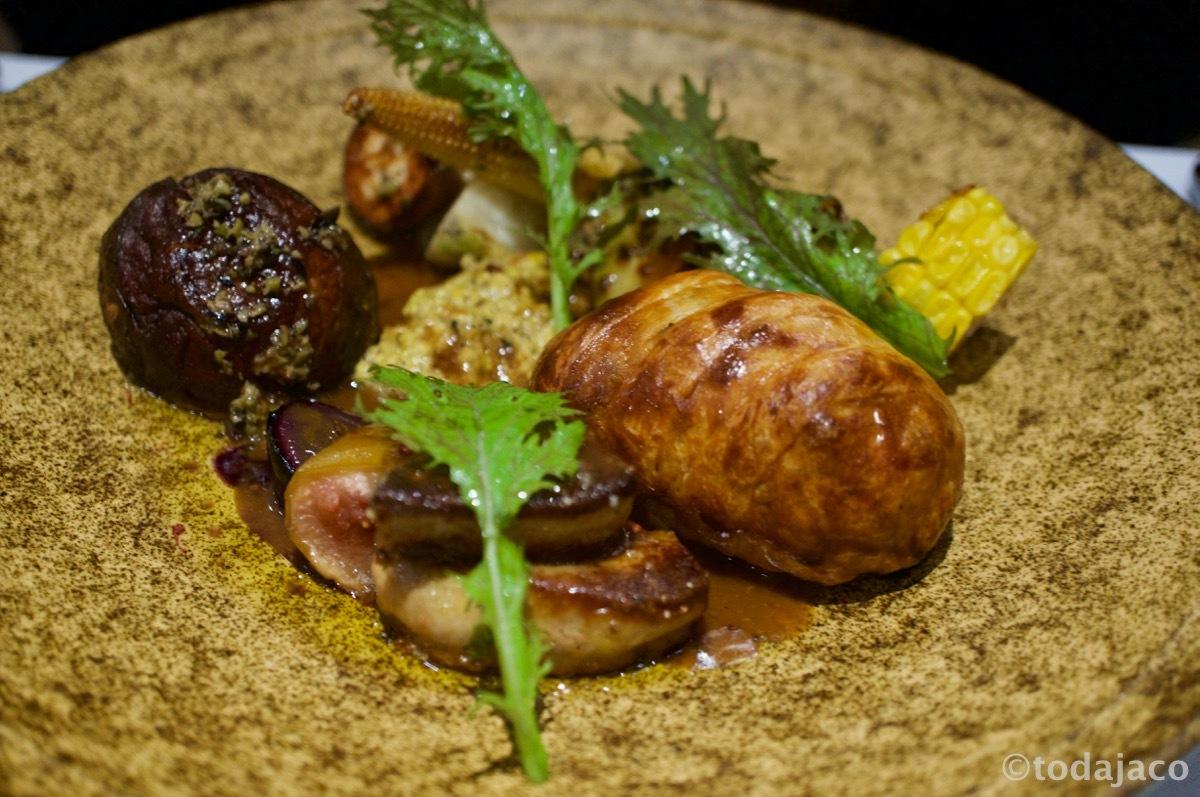 青森県産和牛とポルチーニ茸のショーソン(パイ包み焼きフォアグラのポアレ添え)