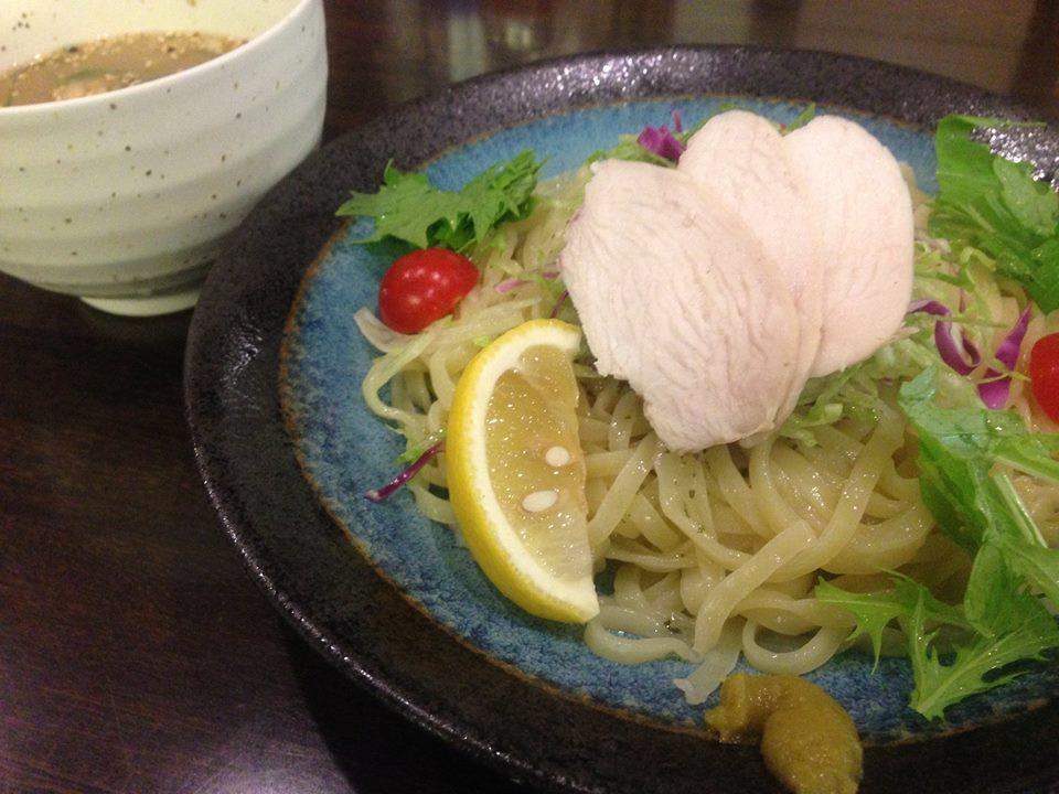冷やし鶏つけそば 麺彩房五反田店 製麺技能士謹製平打ち麺使用