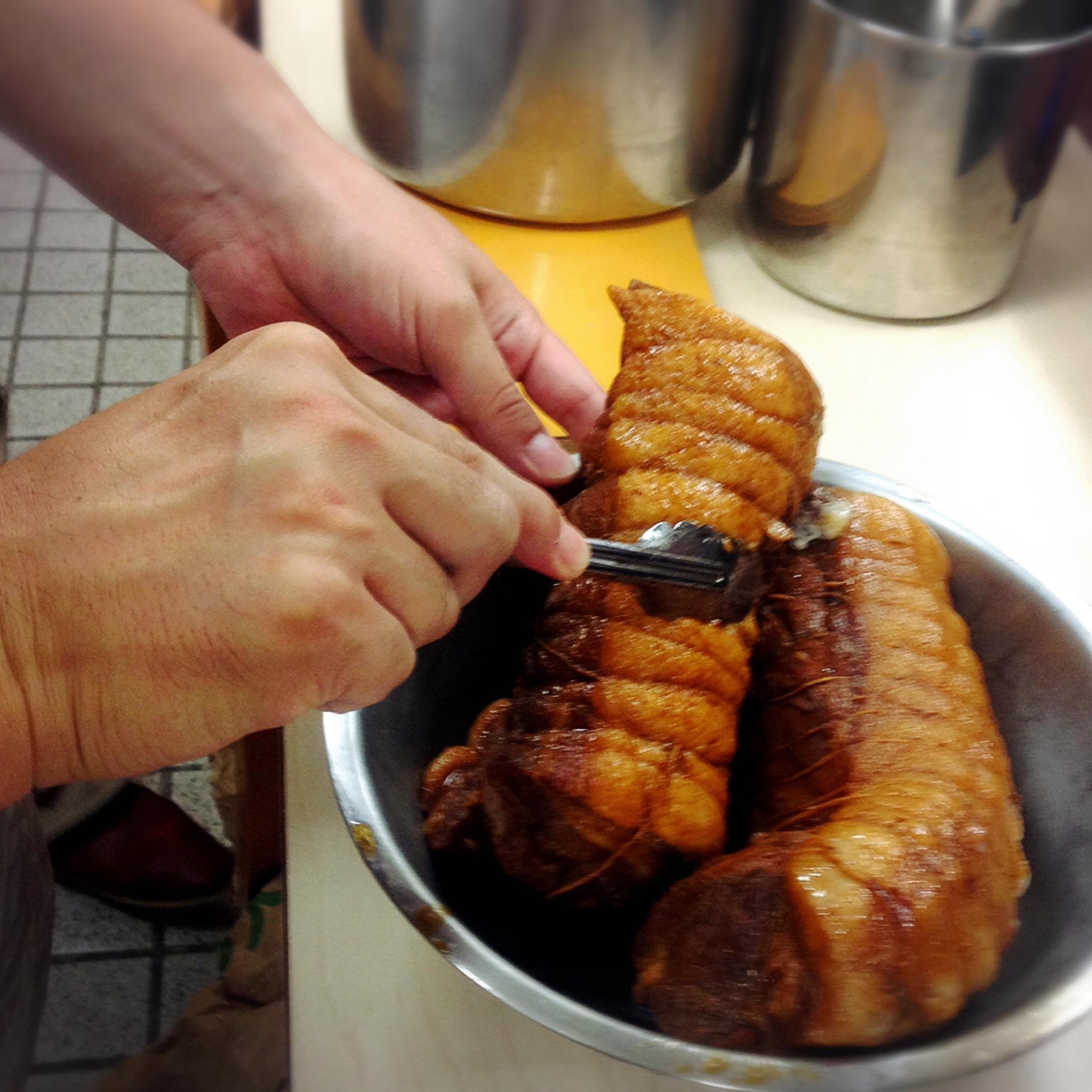 チャーシュー煮えました。鳥居式らーめん塾味創り実習中 東京都中野区新井2−20−9