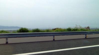 静岡県東部から第二東名走行中左側南面に見えるは駿河湾の光景の写真