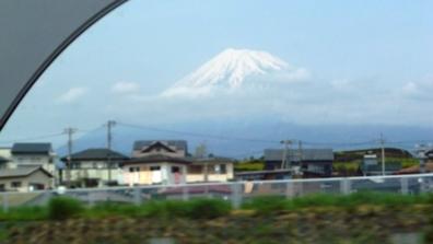 右側北面に見えるは富士山の光景の写真