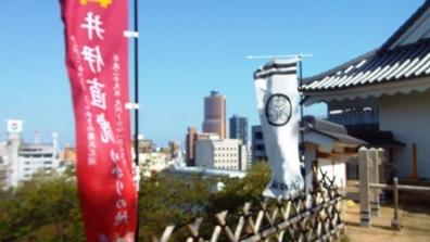 浜松城から見えた浜松市のアクトシティ。アクトシティは、音楽の町・浜松を意識しハーモニカをモチーフにした複合施設。