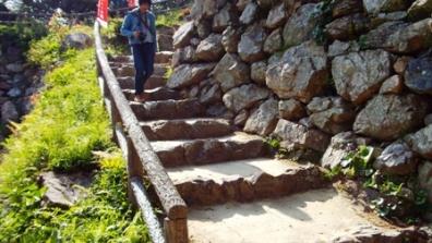 静岡県浜松市中区にある日本の城跡。野面積みの石垣で有名で石階段ばかり