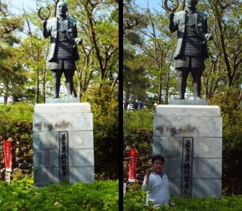 浜松城で撮影した若き日の徳川家康公の銅像の写真と若き日の徳川家康公の銅像と僕の写真