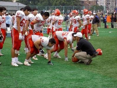 日本大学工学部のアメリカンフットボールチームのクロージャッカルスの練習風景写真
