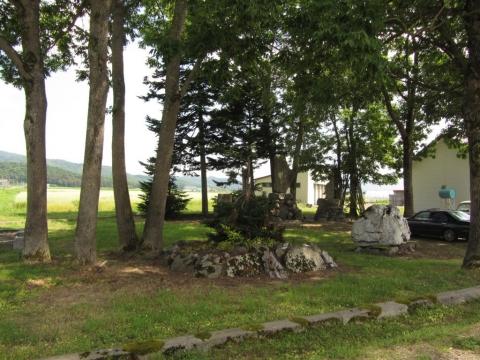 地神宮碑と開拓記念碑