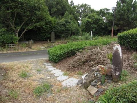 妊婦の墓と涼み松広場
