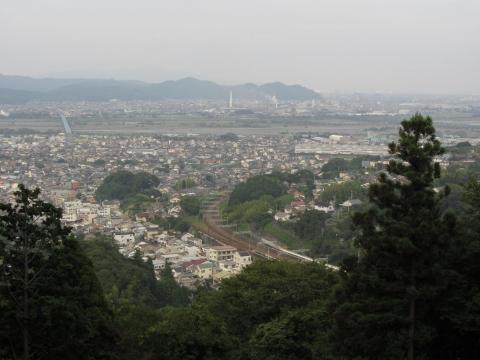 諏訪原城より金谷・大井川を望む