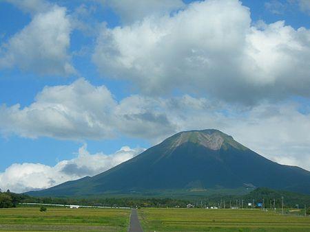450px-Mt_Daisen_Full_View.jpg