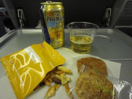 機内でまず飲む!