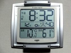 デジタル表示の掛け時計