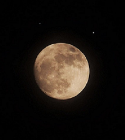 超スーパームーン前夜の月