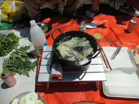 山菜の恵をいただいて天ぷらを… 007
