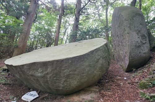 12太刀割石