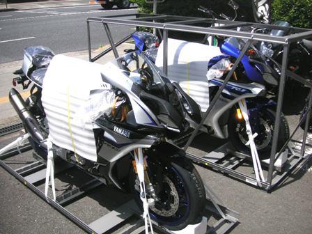 2016モデルYZF-R1