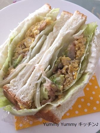 アボカドと生ハムのエッグサンドイッチ♪縦