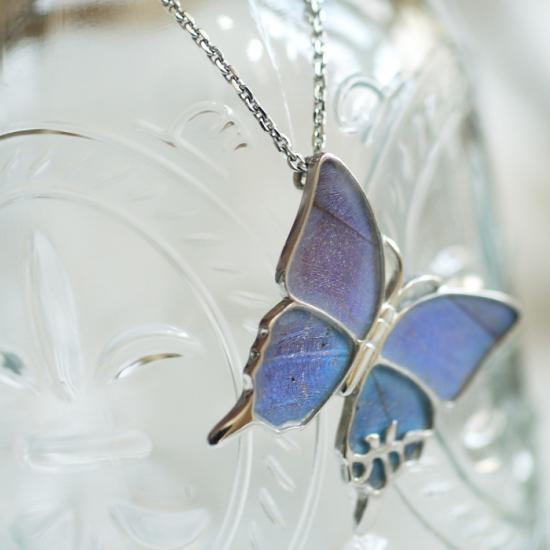 モルフォ蝶の大きなペンダント