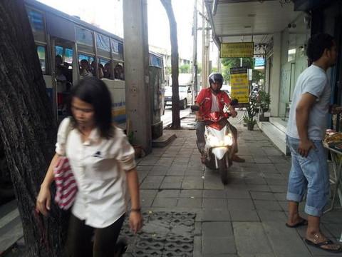 Side walk (2)