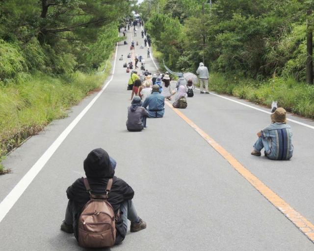 沖縄左翼座り込み1_convert_20161023010229
