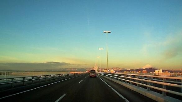 湘南大橋から富士を望む