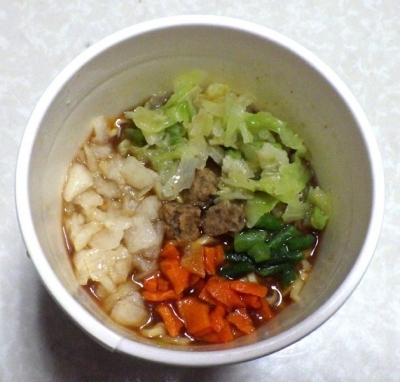 12/5発売 カップヌードル Light+ ビーフと野菜のボルシチ(できあがり)