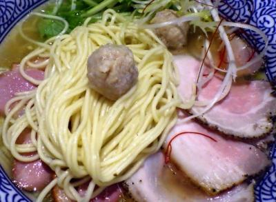 麺や而今 塩鶏湯そば(麺と鶏団子)