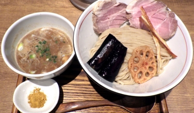 麺と心 7 鰯白湯つけ麺 ~自家製「平打ち麺」~