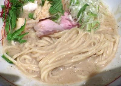 麺と心 7 鯛白湯そば(麺のアップ)