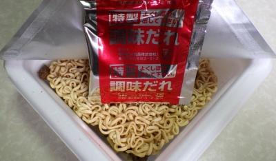 6/27発売 肉油そば 薫るわさび和風醤油味(内容物)