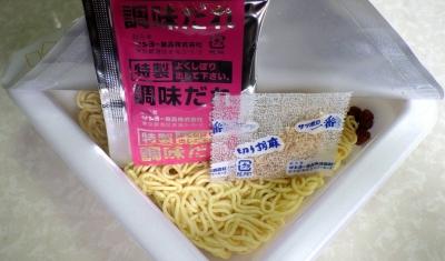 5/23発売 サッポロ一番 焼肉風味 塩らーめん味 焼ラーメン(内容物)