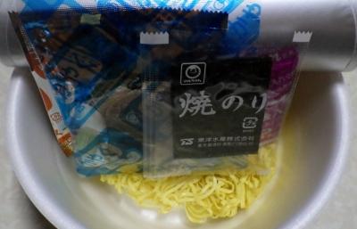 12/13発売 マルちゃん 正麺 カップ 至高の一杯 濃厚醤油豚骨(内容物)
