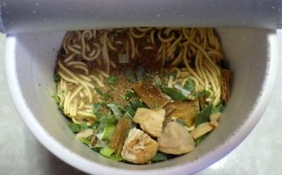 10/31発売 THE NOODLE TOKYO 播磨坂もりずみ 限定鶏醤油らぁ麺(内容物)