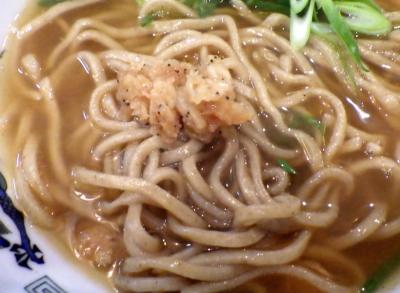 綿麺 フライデーナイト Part108 (16/4/22) かきあげそば(麺と小海老天のアップ)