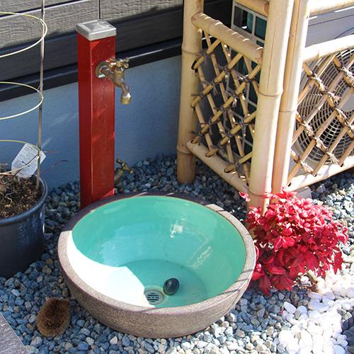 散水栓を立水栓に、そして元あった散水栓は移動し設置⑨
