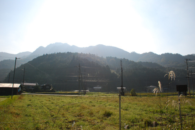 栗柄から見上げる西ヶ嶽