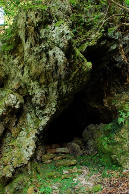 三岳登山道_朝の連ドラ甘辛しゃんのロケで使われた愛染窟