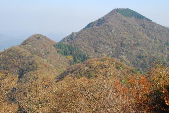 三岳登山道_稜線の先に最高峰の御嶽