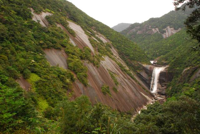 千尋滝_花崗岩の滑らかな斜面