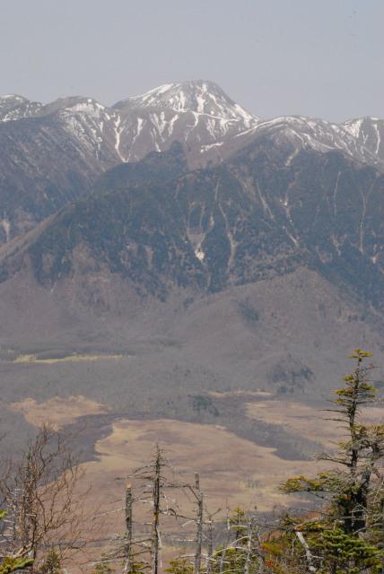 男体山の山頂からの眺め_戦場ヶ原と雪の奥白根山アップ