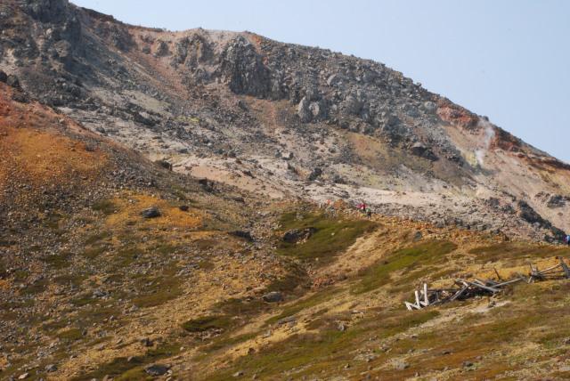 噴煙を上げる茶臼岳