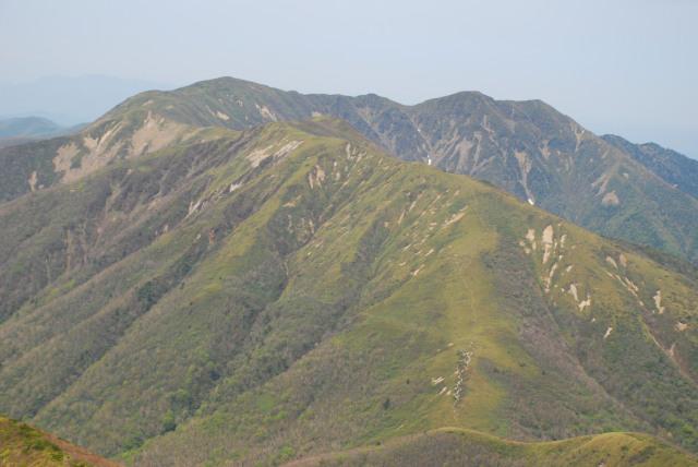 三本槍岳から裏那須三山の眺め