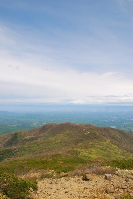 登山道から赤面山方面の眺め