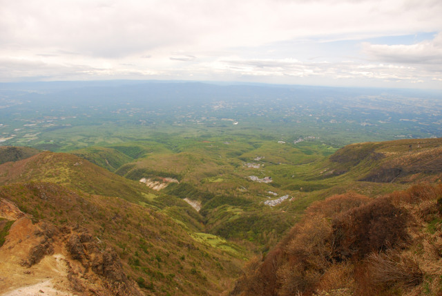 登山道から那須高原の広大な眺め